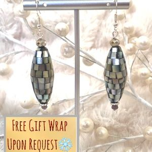 Frontrow.style Jewelry - Sterling Silver Earrings Mother of Pearl & Jade